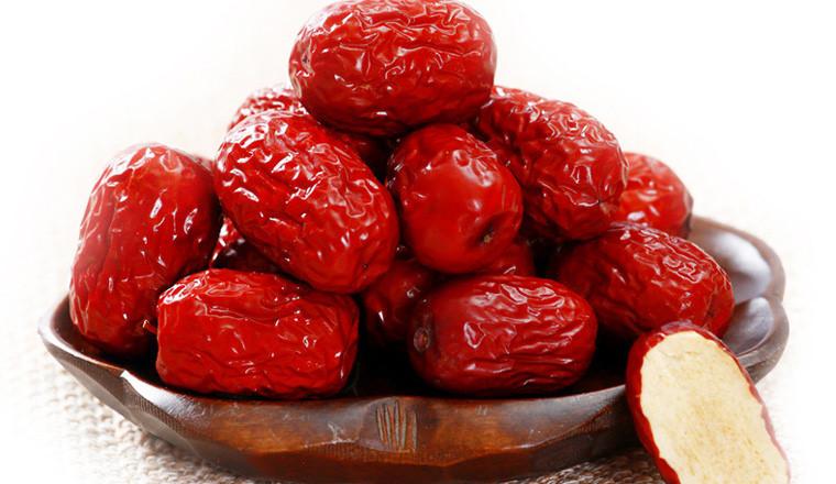 Cách chưng yến sào với hạt sen, táo đỏ, nhãn nhục, bạch quả 2