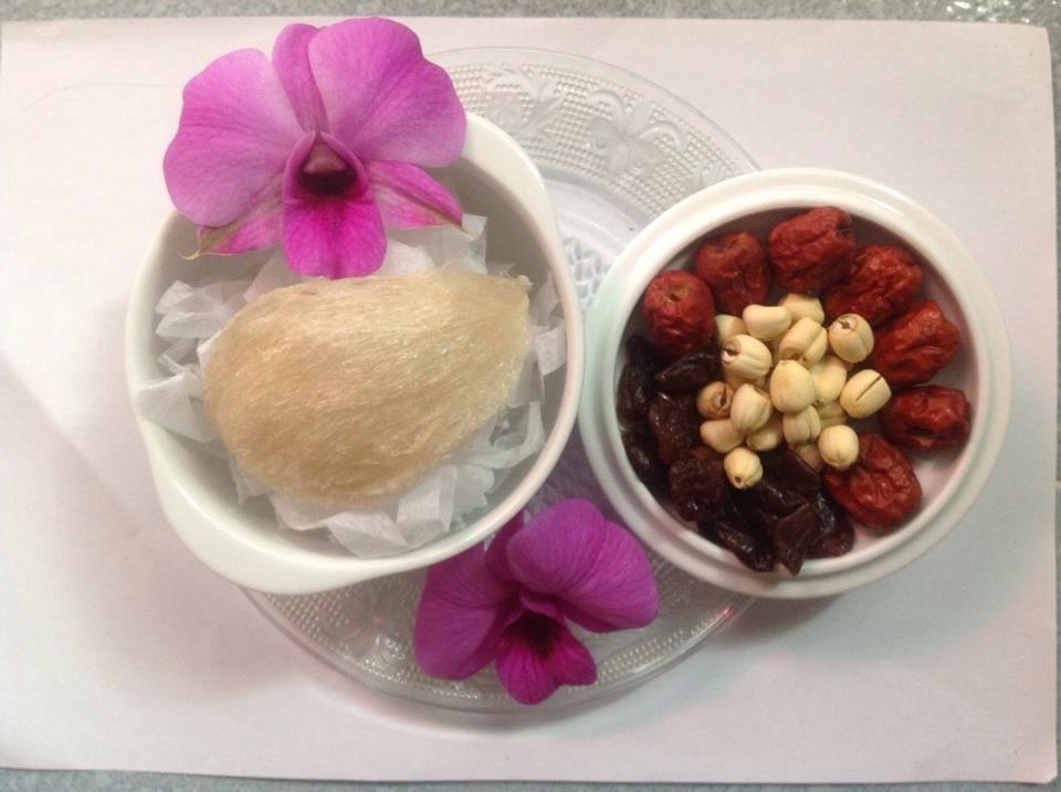 Hướng dẫn cách chưng tổ yến với hạt sen, bạch quả, táo tàu và nhãn nhục thơm ngon nhất 2