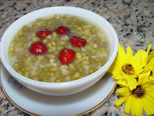 Cách nấu chè tổ yến với hạt sen và táo tàu giúp ngon giấc 2