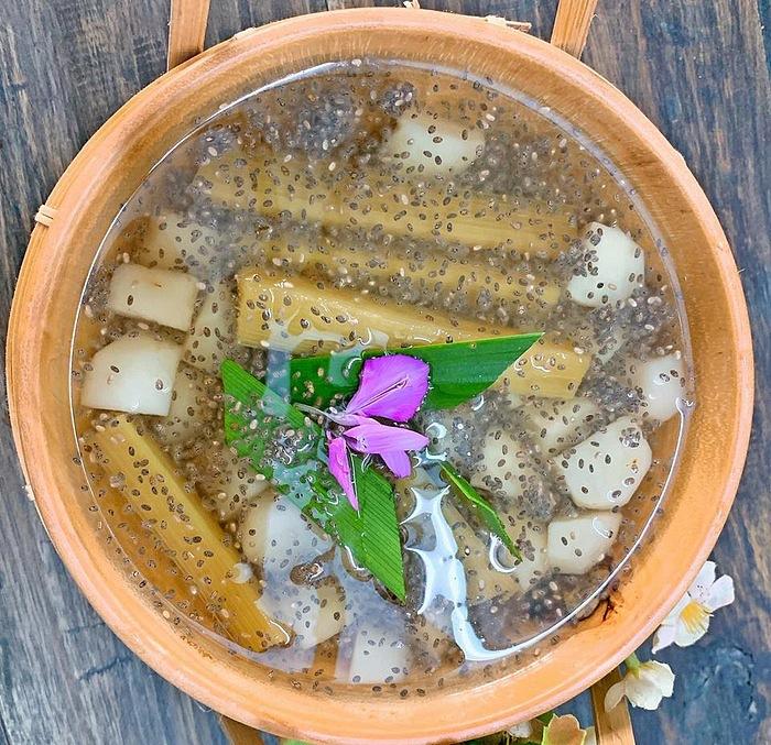 Tổ yến chưng nước dừa tươi hạt chia lá dứa thơm ngon 3