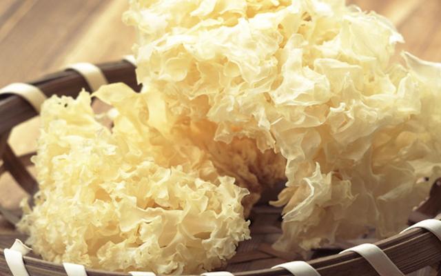 Cách chưng yến sào với hạt sen tươi và nấm trắng giúp chữa bệnh đau đầu 1