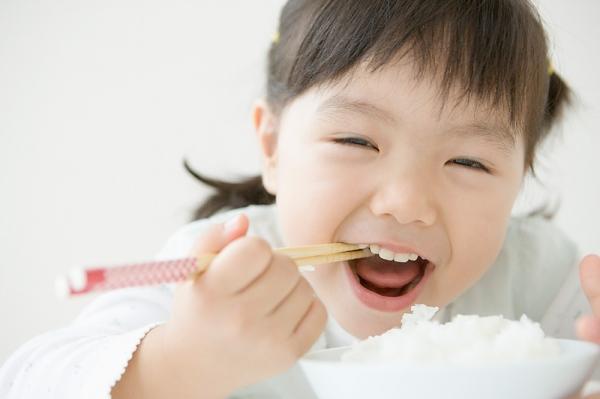 Trẻ biếng ăn, còi xương nên cho uống nước yến sào nào ? 2