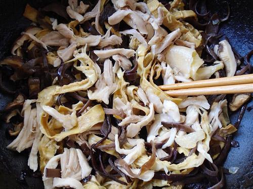 Bật bí công thức chế biến món nấm linh chi xào gà 2