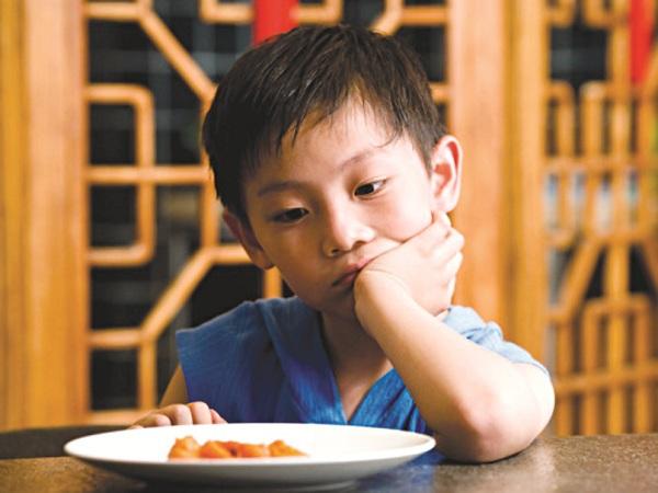 Làm gì khi bé yêu nhà bạn biếng ăn? 1
