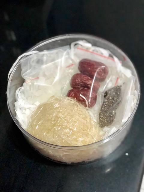 Cách chưng yến với hạt chia táo đỏ 1
