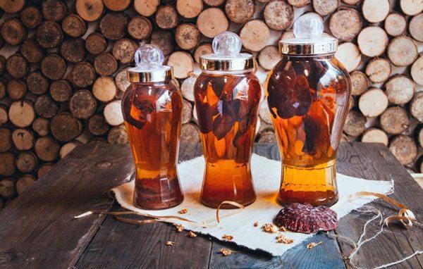 Nấm linh chi nên sắc lấy nước, ngâm rượu hay sắc lấy nước uống trực tiếp ? 1
