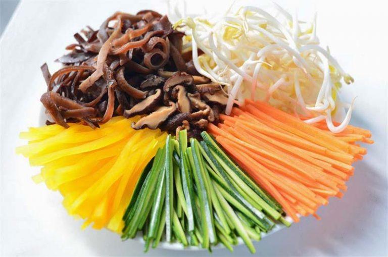 Chia sẻ công thức làm món cơm trộn nhân sâm tươi đúng vị Hàn Quốc 3