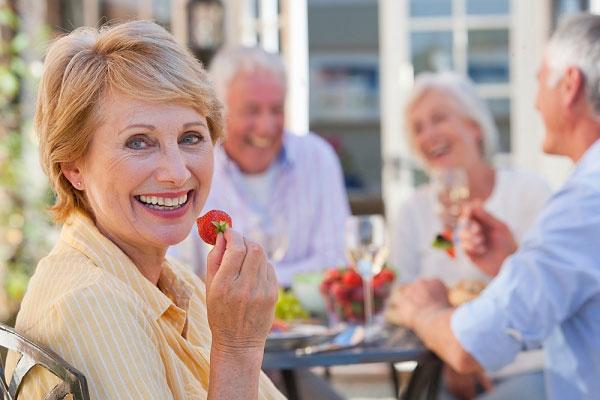 Dùng nhân sâm cho người già và những lưu ý cần biết 1